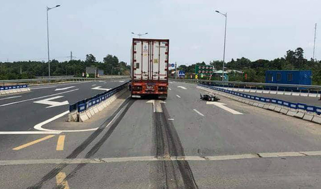 Đà Nẵng lại xảy ra tai nạn chết người liên quan đến hung thần container - Ảnh 1.