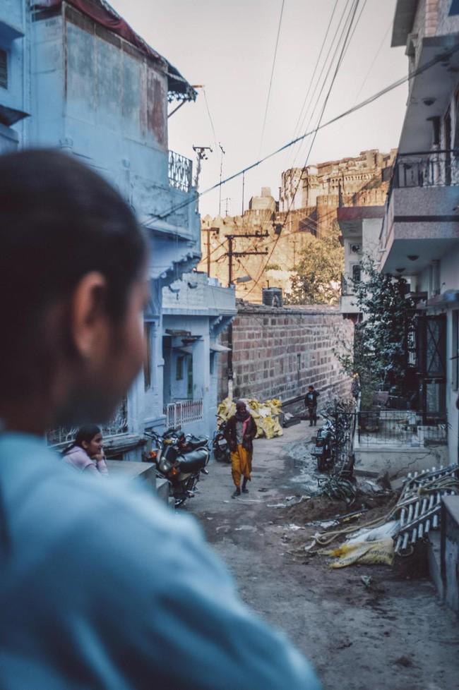 Vụ cưỡng bức rúng động Ấn Độ: Thiếu nữ bị 12 người đàn ông bắt cóc và hãm hiếp tập thể, không thể nói hay nuốt bất cứ thứ gì - Ảnh 1.