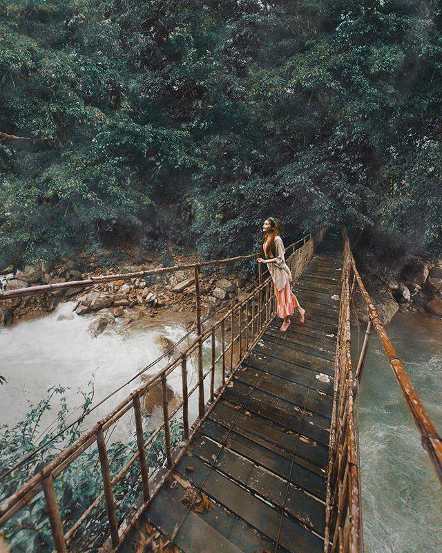 Công chúa tóc mây gốc Việt khoe ảnh du lịch toàn địa danh nổi tiếng ở Việt Nam, người thì xinh mà cảnh đẹp mê ly - Ảnh 2.