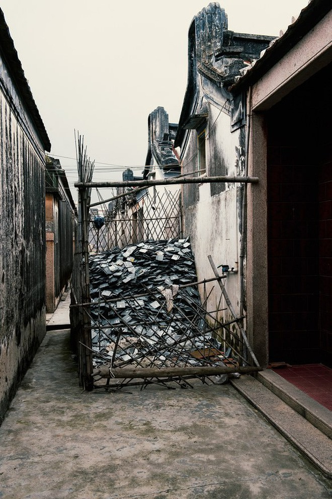 Giữa những núi rác thải điện tử khổng lồ, có bàn tay cặm cụi nhặt từng miếng kim loại để mưu sinh - Ảnh 7.