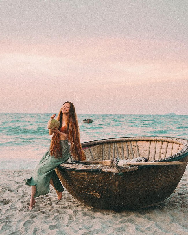 Công chúa tóc mây gốc Việt khoe ảnh du lịch toàn địa danh nổi tiếng ở Việt Nam, người thì xinh mà cảnh đẹp mê ly - Ảnh 4.