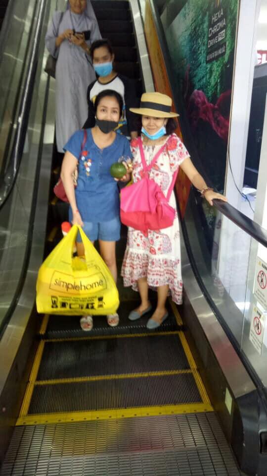Sức khoẻ khá hơn sau khi xuất viện, Mai Phương vui vẻ đi siêu thị và tới chơi nhà Ốc Thanh Vân - Ảnh 1.