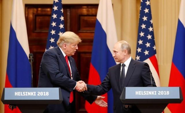 Mùa hè địa ngục của Tổng thống Trump: Yếu thế trước ông Putin, bị thân tín phản bội - Ảnh 2.