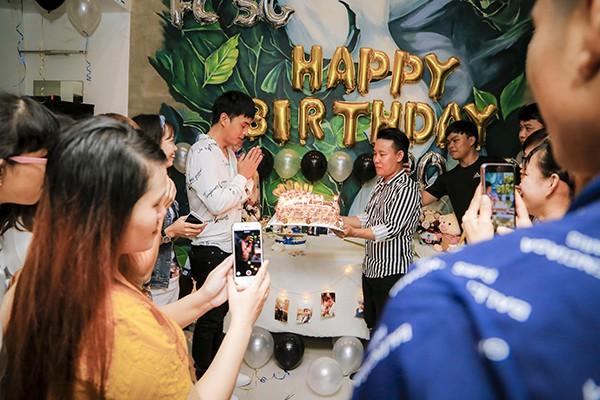Hồ Quang Hiếu tổ chức sinh nhật cùng fan và người thân tại nhà riêng - Ảnh 4.