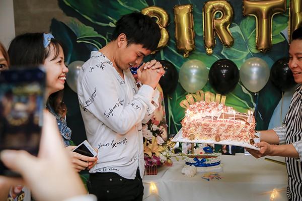 Hồ Quang Hiếu tổ chức sinh nhật cùng fan và người thân tại nhà riêng - Ảnh 3.
