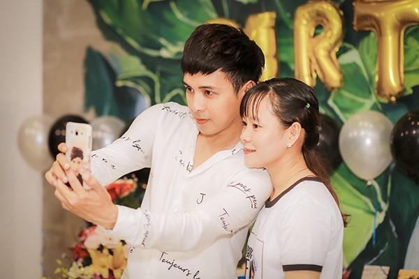 Hồ Quang Hiếu tổ chức sinh nhật cùng fan và người thân tại nhà riêng - Ảnh 8.
