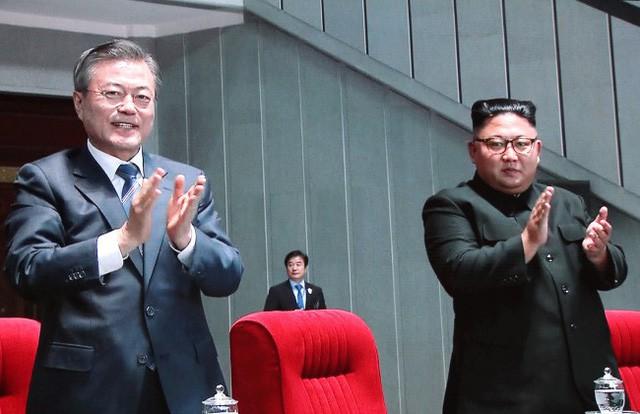 Khoảnh khắc lịch sử: Lần đầu tiên một Tổng thống Hàn Quốc phát biểu trước biển người Triều Tiên - Ảnh 9.