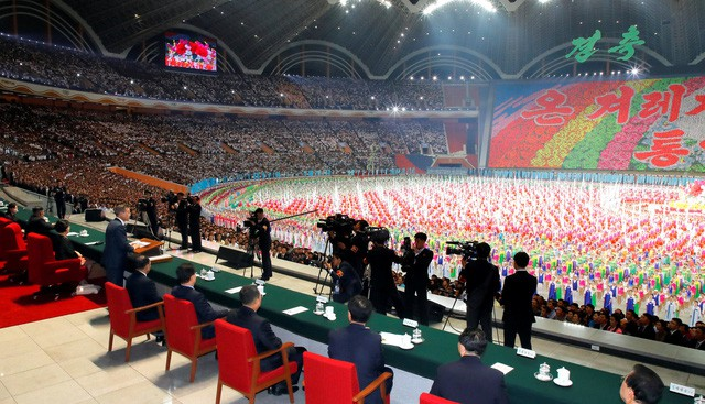 Khoảnh khắc lịch sử: Lần đầu tiên một Tổng thống Hàn Quốc phát biểu trước biển người Triều Tiên - Ảnh 11.