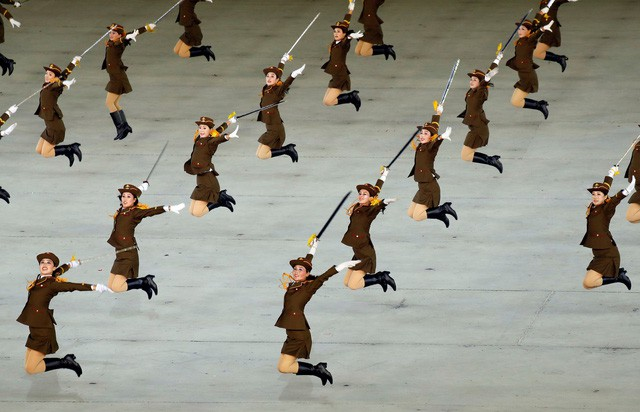 Khoảnh khắc lịch sử: Lần đầu tiên một Tổng thống Hàn Quốc phát biểu trước biển người Triều Tiên - Ảnh 15.