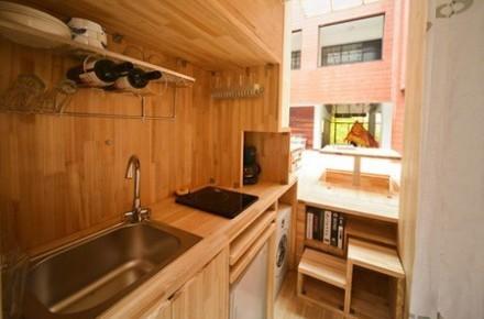 Căn nhà gỗ 7m2 siêu tiện nghi có thể mang đi bất cứ đâu - Ảnh 2.