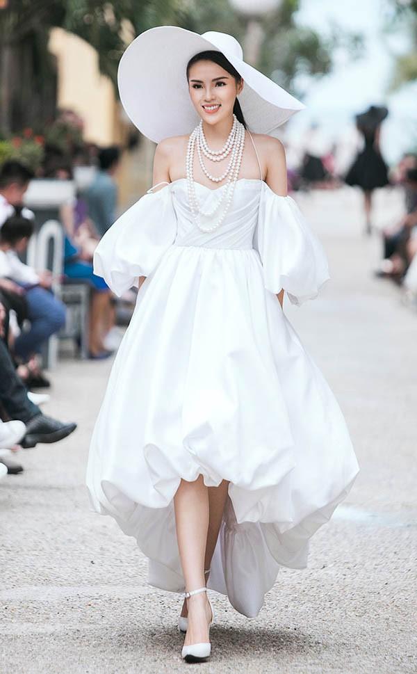 Đọ nhan sắc của 4 người đẹp đăng quang Hoa hậu Việt Nam năm 18 tuổi - Ảnh 19.