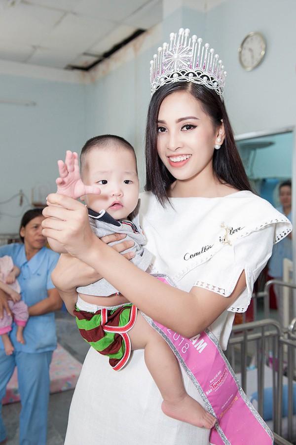Đọ nhan sắc của 4 người đẹp đăng quang Hoa hậu Việt Nam năm 18 tuổi - Ảnh 24.