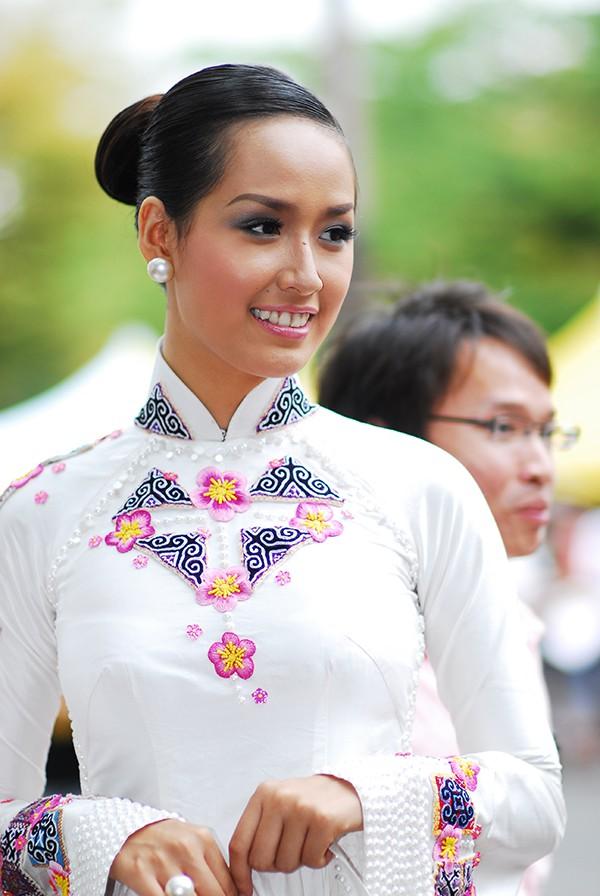 Đọ nhan sắc của 4 người đẹp đăng quang Hoa hậu Việt Nam năm 18 tuổi - Ảnh 4.