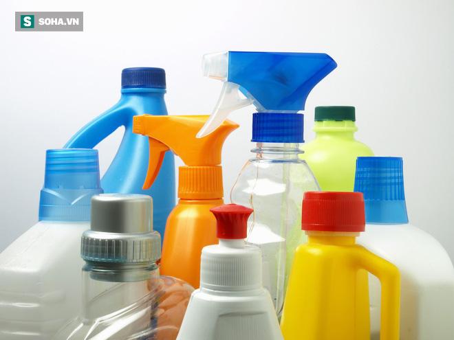 Nhà bạn tích trữ bao nhiêu lọ hóa chất tẩy rửa, vệ sinh: Hãy xem 7 tác hại trước khi mở nắp - Ảnh 1.