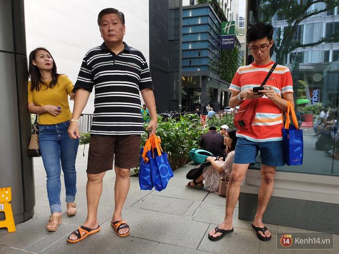 Vừa mua được iPhone mới, dân buôn Việt Nam đã nháo nhào bán lại máy giá gốc nhưng chẳng ai thèm ngó ngàng - Ảnh 11.