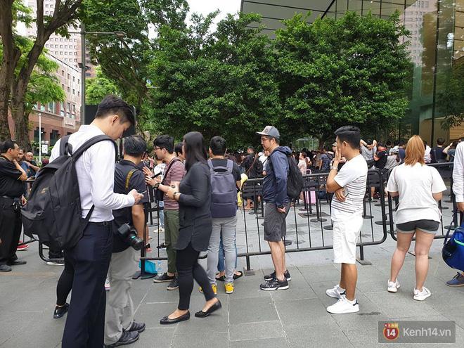 Vừa mua được iPhone mới, dân buôn Việt Nam đã nháo nhào bán lại máy giá gốc nhưng chẳng ai thèm ngó ngàng - Ảnh 3.