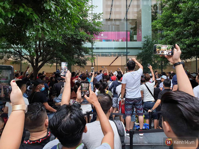 Vừa mua được iPhone mới, dân buôn Việt Nam đã nháo nhào bán lại máy giá gốc nhưng chẳng ai thèm ngó ngàng - Ảnh 5.