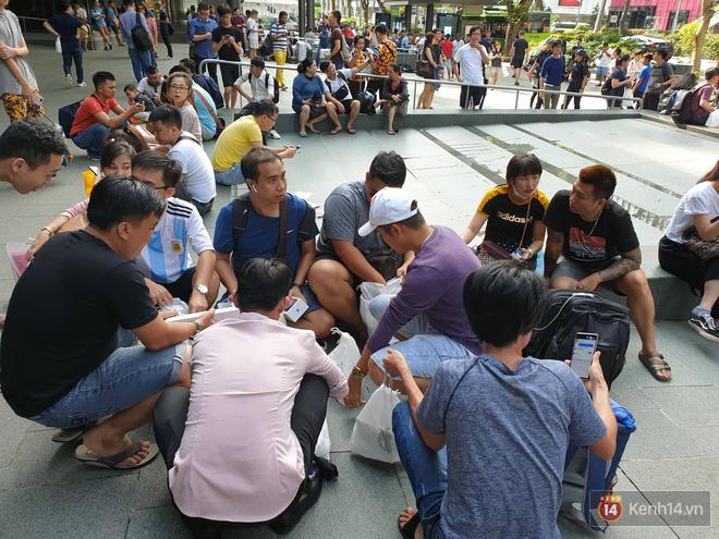 Vừa mua được iPhone mới, dân buôn Việt Nam đã nháo nhào bán lại máy giá gốc nhưng chẳng ai thèm ngó ngàng - Ảnh 9.