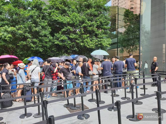Vừa mua được iPhone mới, dân buôn Việt Nam đã nháo nhào bán lại máy giá gốc nhưng chẳng ai thèm ngó ngàng - Ảnh 10.