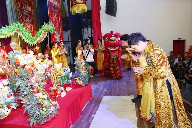 Sân khấu Trịnh Kim Chi thực hiện nghi lễ cúng Tổ long trọng - Ảnh 10.