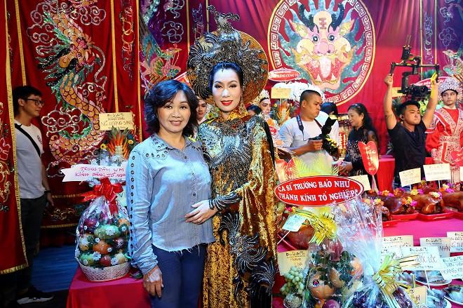 Sân khấu Trịnh Kim Chi thực hiện nghi lễ cúng Tổ long trọng - Ảnh 12.