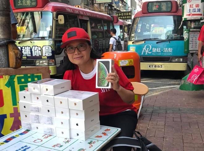 iPhone XS ngàn đô phân phối la liệt như rau ở chợ đen Hồng Kông - Ảnh 2.