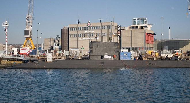 Anh điều tàu ngầm chở tên lửa Tomahawk chuẩn bị tấn công Syria: Tiết lộ sự thật gây sốc - Ảnh 1.