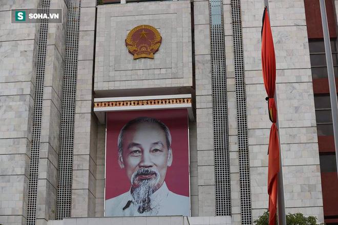 Khắp nơi treo cờ rủ Quốc tang Chủ tịch nước Trần Đại Quang - Ảnh 29.