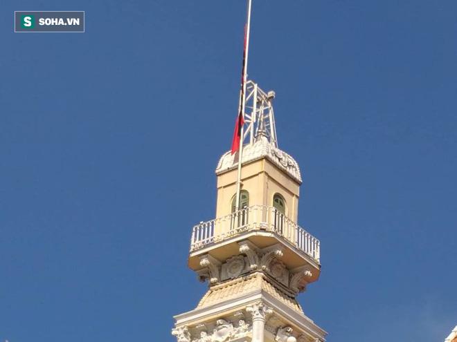 Khắp nơi treo cờ rủ Quốc tang Chủ tịch nước Trần Đại Quang - Ảnh 35.