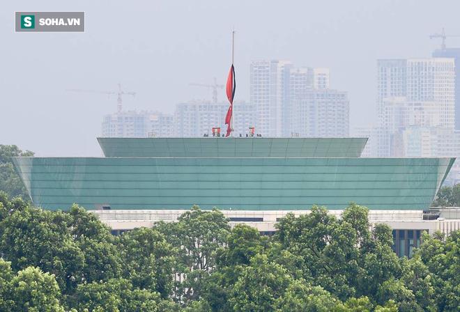 Khắp nơi treo cờ rủ Quốc tang Chủ tịch nước Trần Đại Quang - Ảnh 25.
