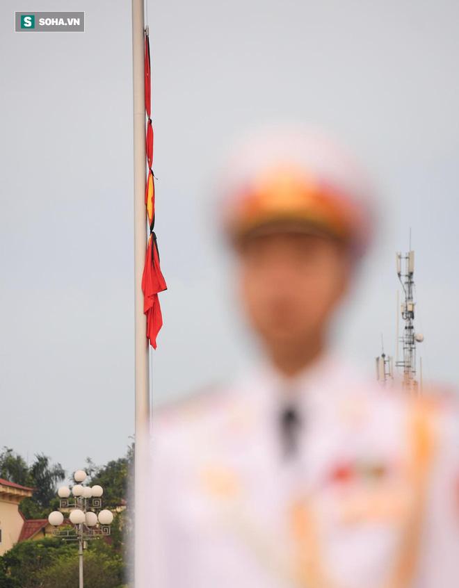Khắp nơi treo cờ rủ Quốc tang Chủ tịch nước Trần Đại Quang - Ảnh 11.