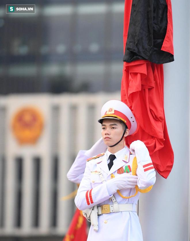 Khắp nơi treo cờ rủ Quốc tang Chủ tịch nước Trần Đại Quang - Ảnh 9.