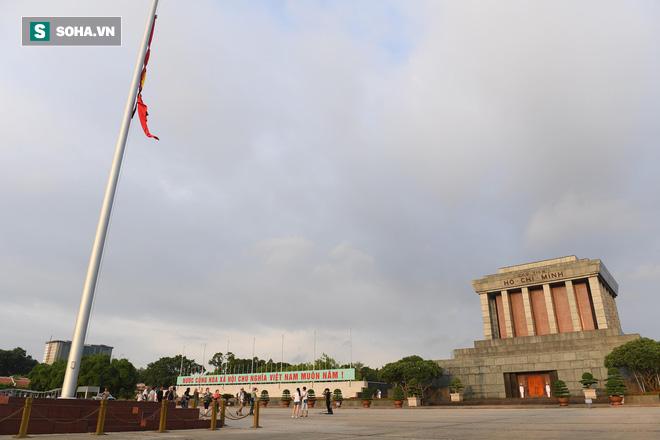 Khắp nơi treo cờ rủ Quốc tang Chủ tịch nước Trần Đại Quang - Ảnh 2.