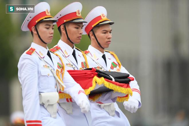 Khắp nơi treo cờ rủ Quốc tang Chủ tịch nước Trần Đại Quang - Ảnh 5.