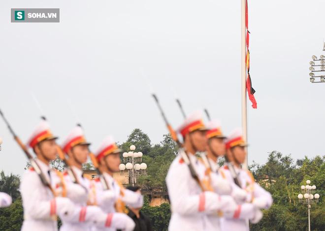 Khắp nơi treo cờ rủ Quốc tang Chủ tịch nước Trần Đại Quang - Ảnh 12.