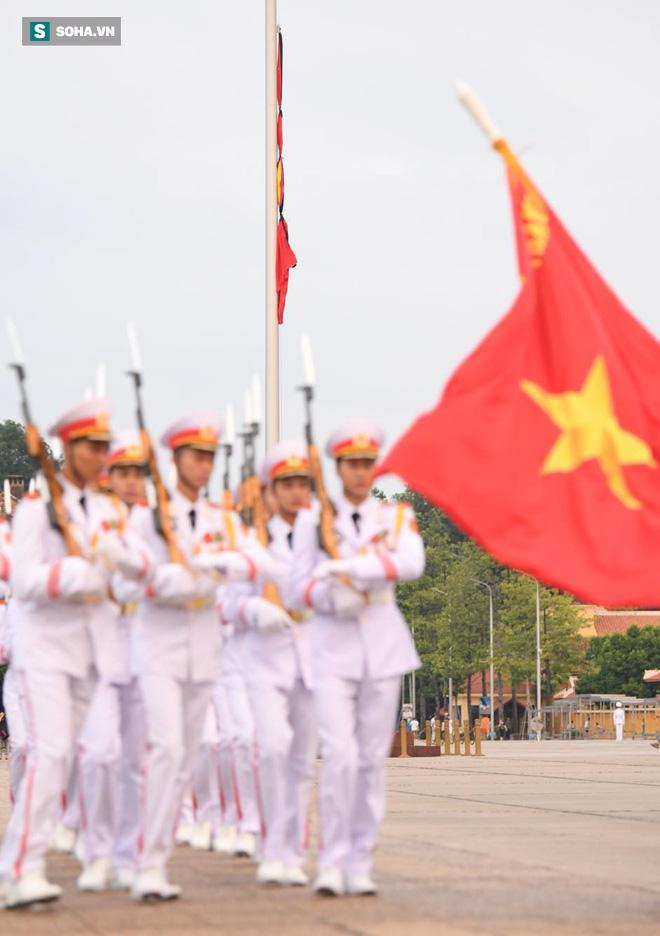 Khắp nơi treo cờ rủ Quốc tang Chủ tịch nước Trần Đại Quang - Ảnh 13.