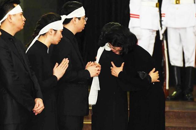 Tổng Bí thư Nguyễn Phú Trọng ghi sổ tang: Xin kính cẩn nghiêng mình trước anh linh Đồng chí Trần Đại Quang - Ảnh 4.