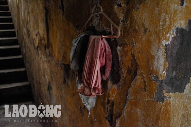 """Bên trong khu nhà """"nguy hiểm nhất"""" Hà Nội - Ảnh 13."""