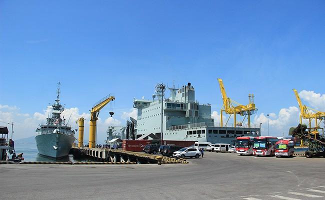Chiến hạm Canada treo cờ rủ quốc tang Chủ tịch nước Trần Đại Quang - Ảnh 14.
