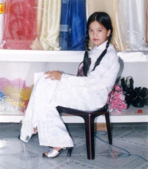 """Ngắm ảnh thời thơ ấu của sao Việt: Người đáng yêu, người gây bất ngờ với ngoại hình """"hai lúa"""" - Ảnh 15."""