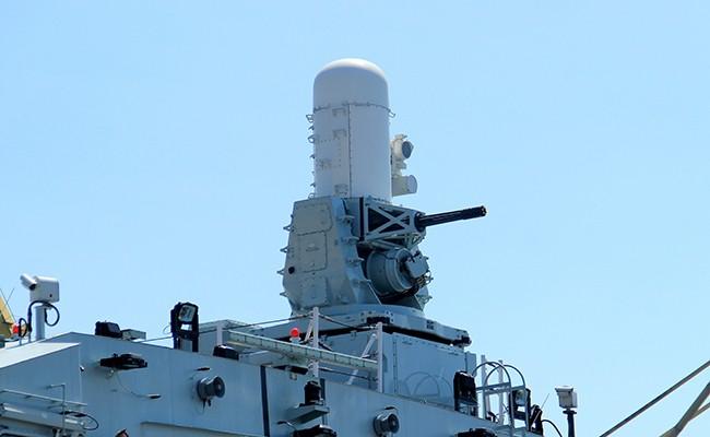 Chiến hạm Canada treo cờ rủ quốc tang Chủ tịch nước Trần Đại Quang - Ảnh 4.