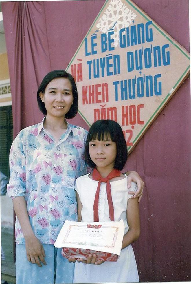 """Ngắm ảnh thời thơ ấu của sao Việt: Người đáng yêu, người gây bất ngờ với ngoại hình """"hai lúa"""" - Ảnh 3."""