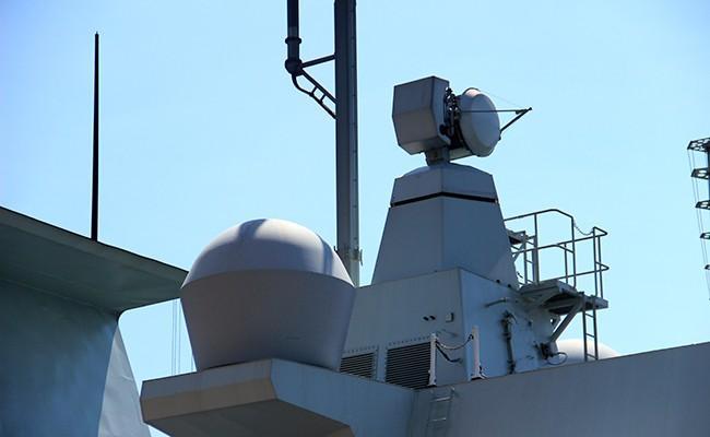 Chiến hạm Canada treo cờ rủ quốc tang Chủ tịch nước Trần Đại Quang - Ảnh 6.