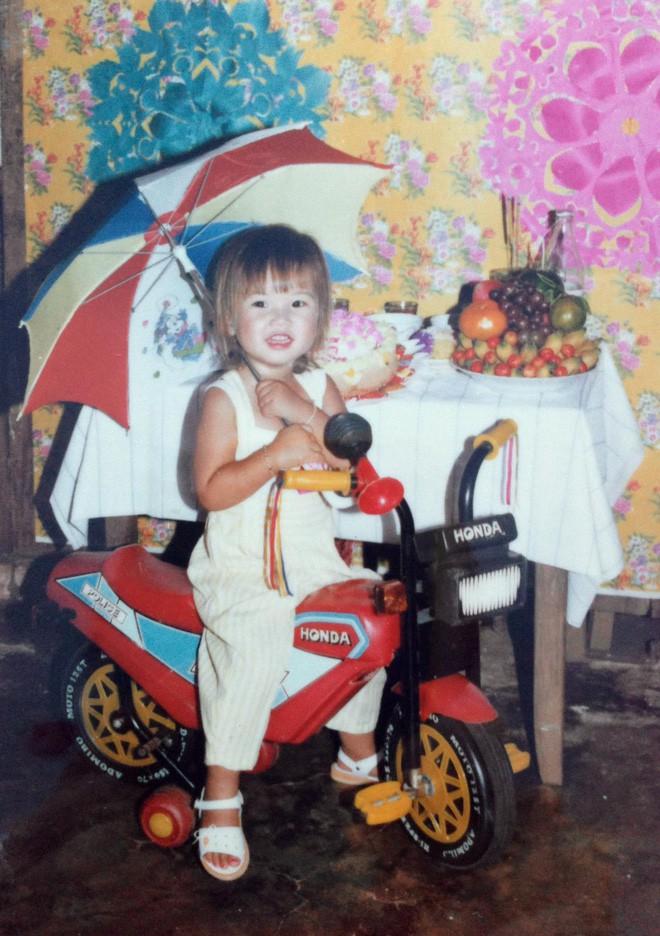 """Ngắm ảnh thời thơ ấu của sao Việt: Người đáng yêu, người gây bất ngờ với ngoại hình """"hai lúa"""" - Ảnh 6."""