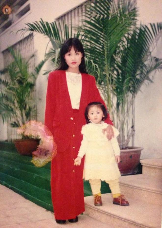 """Ngắm ảnh thời thơ ấu của sao Việt: Người đáng yêu, người gây bất ngờ với ngoại hình """"hai lúa"""" - Ảnh 8."""