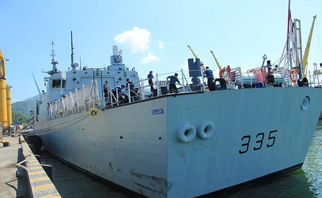 Chiến hạm Canada treo cờ rủ quốc tang Chủ tịch nước Trần Đại Quang - Ảnh 10.