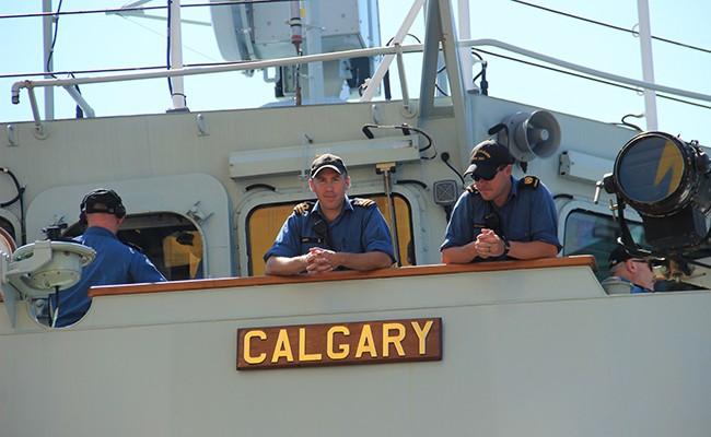 Chiến hạm Canada treo cờ rủ quốc tang Chủ tịch nước Trần Đại Quang - Ảnh 11.