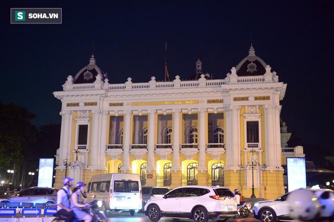 Khắp nơi treo cờ rủ Quốc tang Chủ tịch nước Trần Đại Quang - Ảnh 16.
