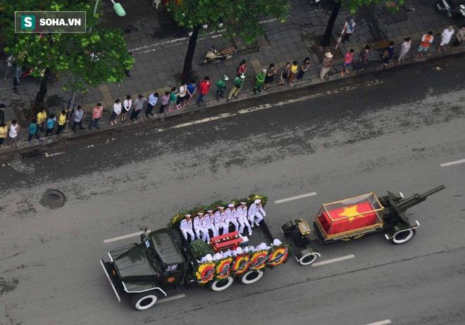 Hành trình linh xa đưa Chủ tịch nước Trần Đại Quang qua các ngõ phố Hà Nội để về quê nhà - Ảnh 21.