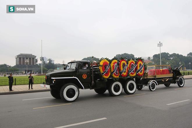 Loại xe hoàn toàn mới xuất hiện trong đoàn xe chở linh cữu Chủ tịch nước Trần Đại Quang - Ảnh 1.